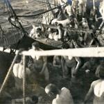 Improvisiertes Seebad an Bord
