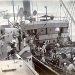 """Titania"" längseits zur Materialübernahme, Castiesbay, Sibirien"