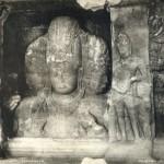 Die Göttin Trimouti im alten Budhatempel auf der Insel Elephanta bei Bombay